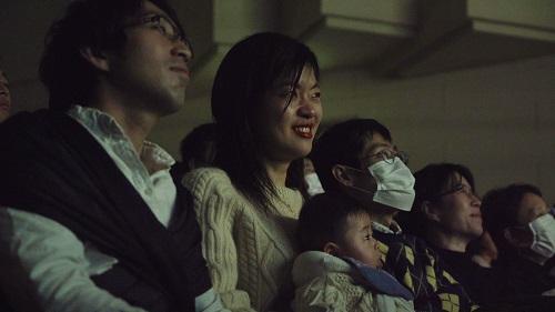 映画を観ている観客の反応9 (1)s.jpg